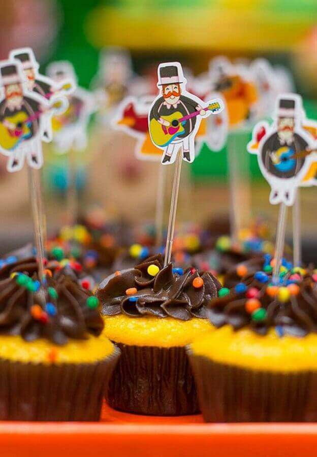 cupcake decorado para festa do mundo bita Foto Casa e Festa