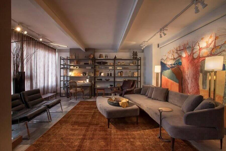decoração casas lindas por dentro com sofá cinza e tapete marrom Foto Luis Fabio Rezende de Araujo