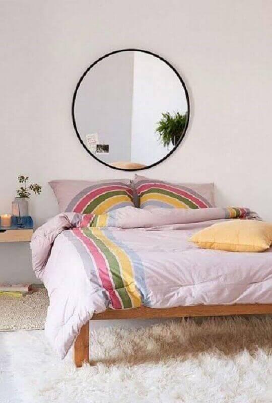 decoração clean para quarto simples com espelho redondo Foto Pinterest