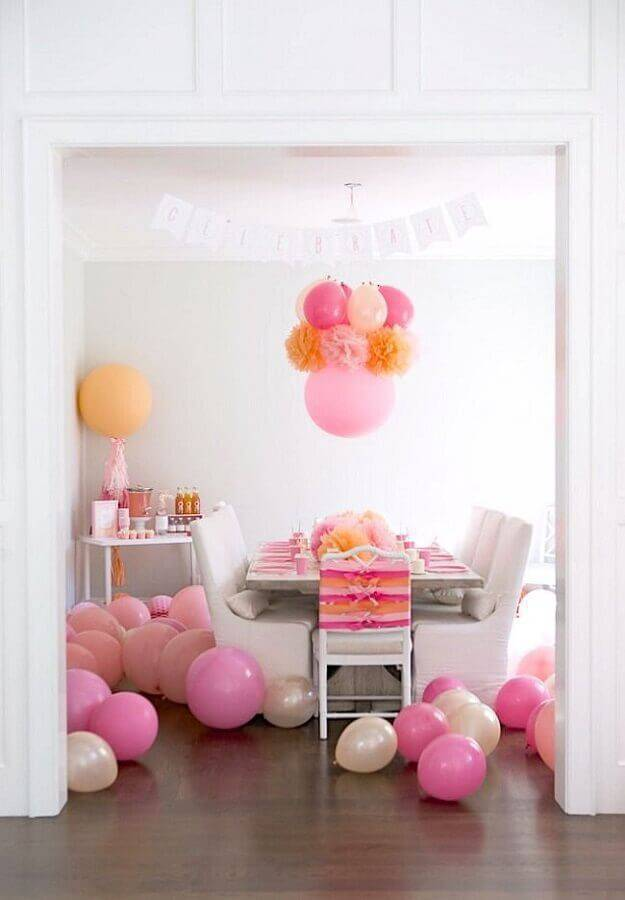 decoration with pink balloons for simple surprise party Photo Karas Party Ideas