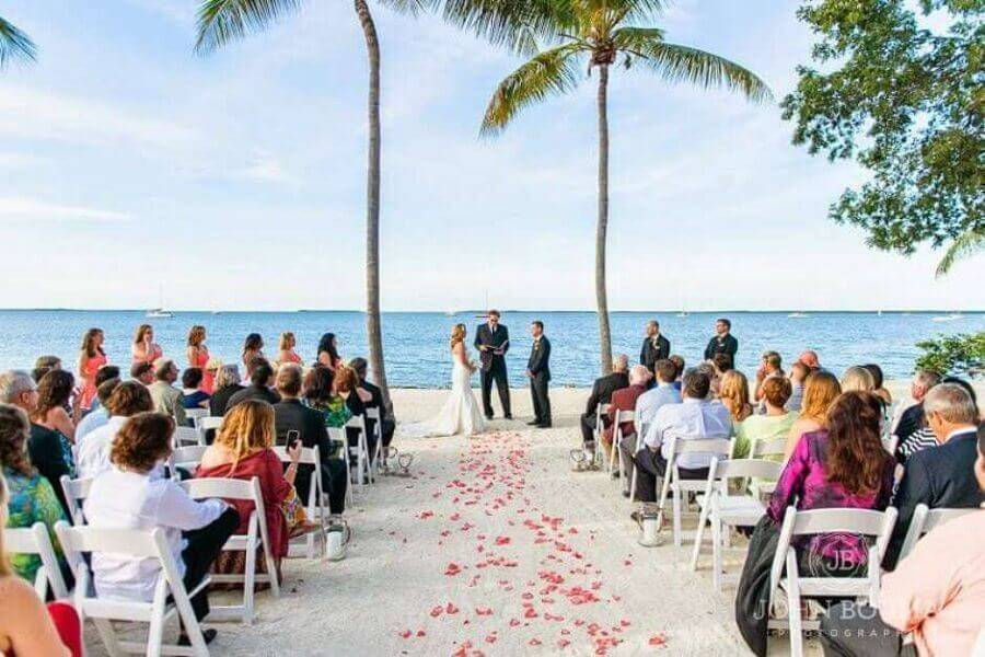 decoration with rose petals for simple wedding ceremony at home Photo House and Garden Decor