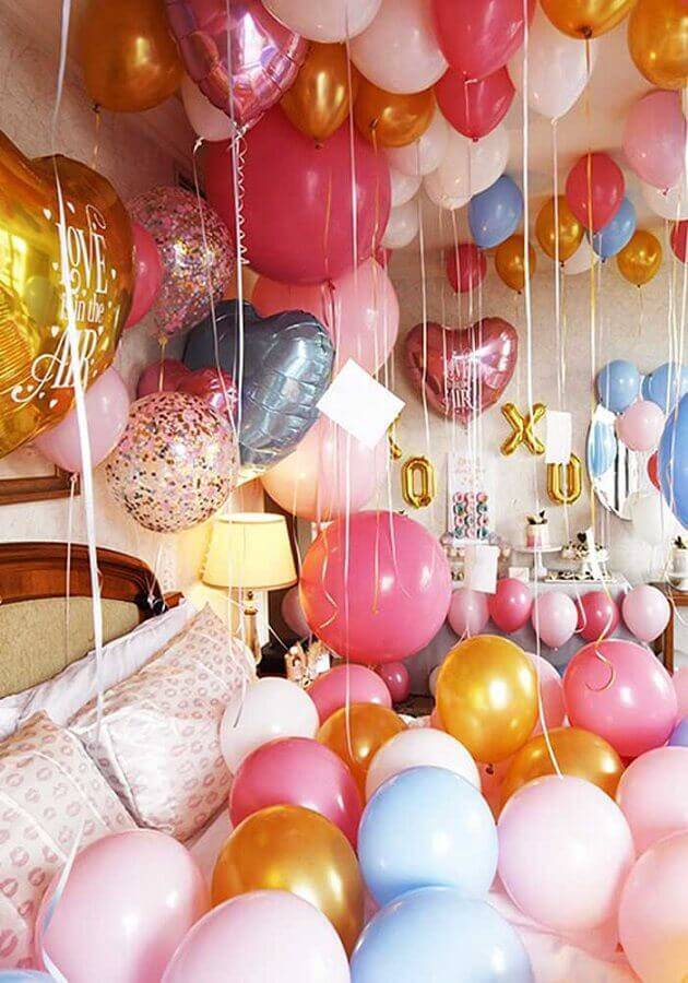 surprise party decoration with many Foto Zozu balloons