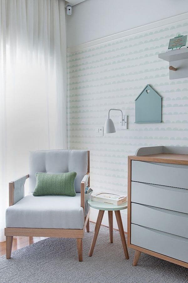 decoração de quarto de bebê com poltrona de madeira estofada Foto Casa de Valentina