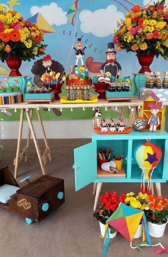 decoração festa mundo bita com arranjo de flores Foto Fazer em Casa