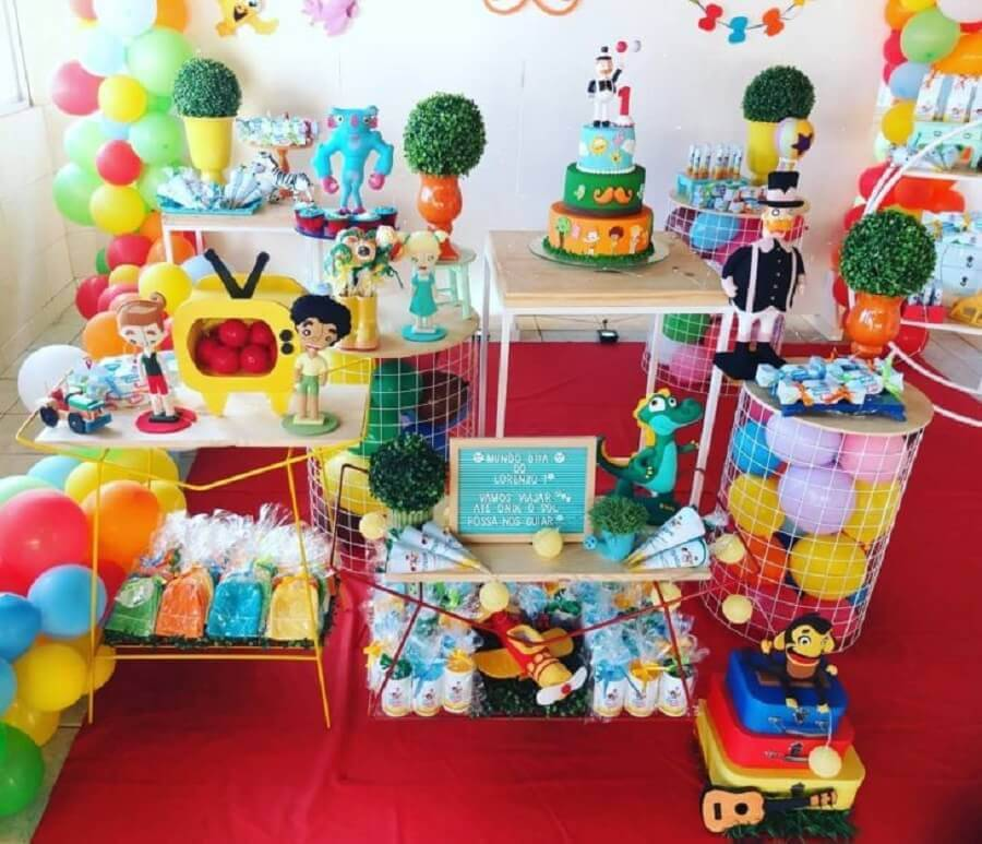 decoration party world bita simple decorated with colorful balloons Photo Amor de Mãe Decor