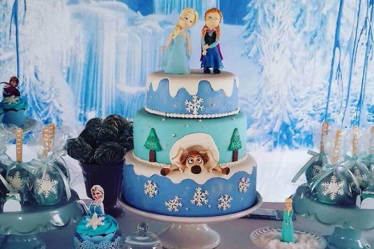 decoração infantil para bolo de aniversário da frozen 3 andares  Foto Ateliê Meu Evento