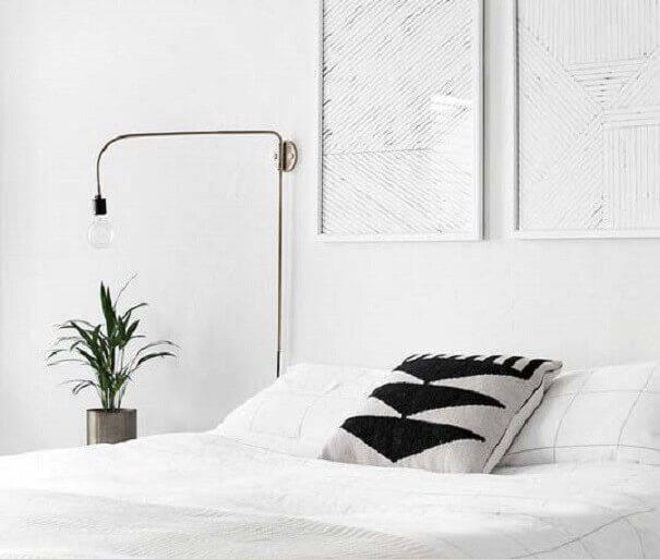 decoração minimalista para quarto todo branco  Foto Homey Oh My
