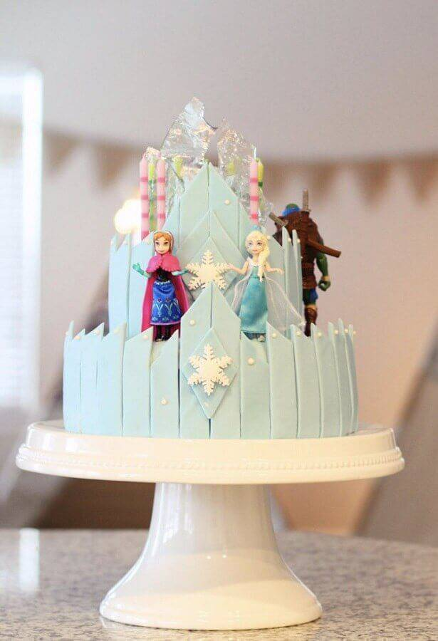 Frozen cake decoration with dolls of the characters Foto My Social Mate