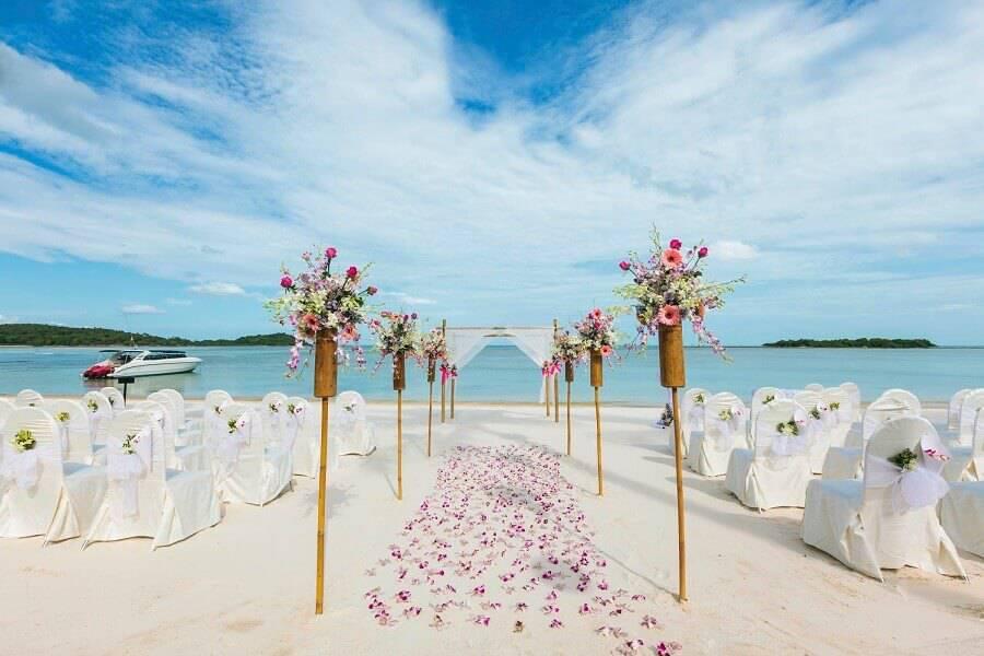 decoration for simple wedding ceremony on the beach Photo Wedding Ideas Brides