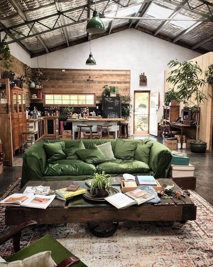 decoração rústica para sala com sofá verde Foto BM Secret Garden