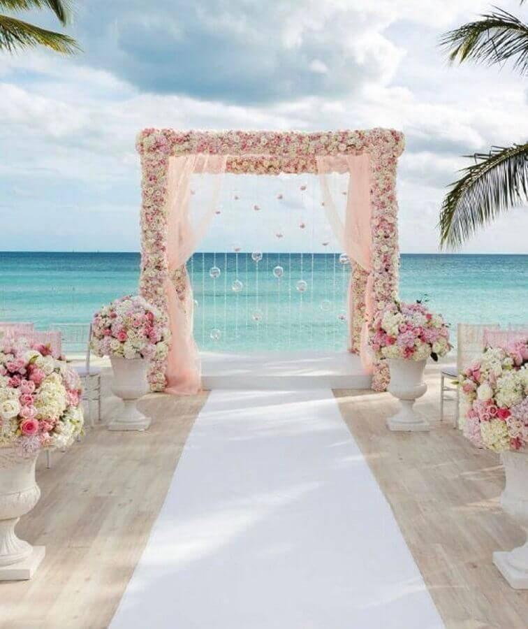 romantic and delicate decoration for outdoor wedding ceremony Photo Escola da Noiva