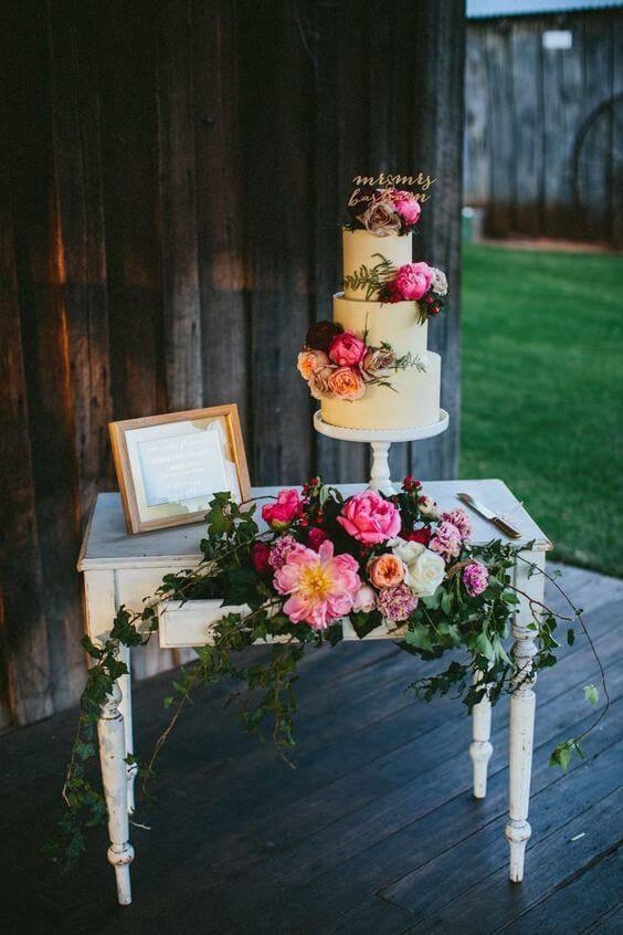 Decoração com flores para decoração de festa de aniversario