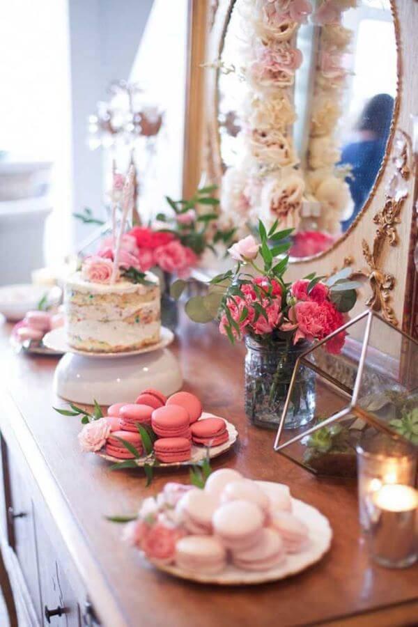 decoração simples com flores