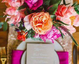 decoracao-com-flores-em-tons-de-rosa-e-laranja-pinterest