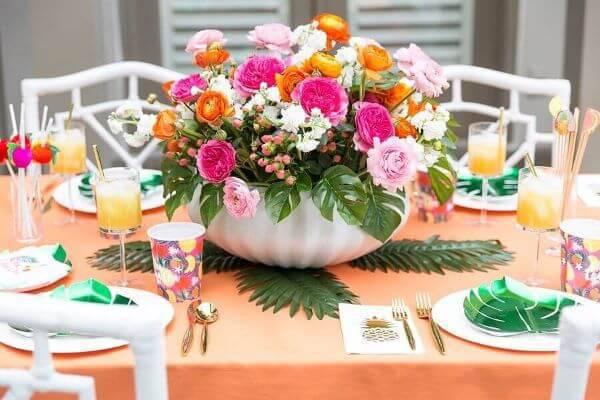 Decoração com flores para aniversário artificial