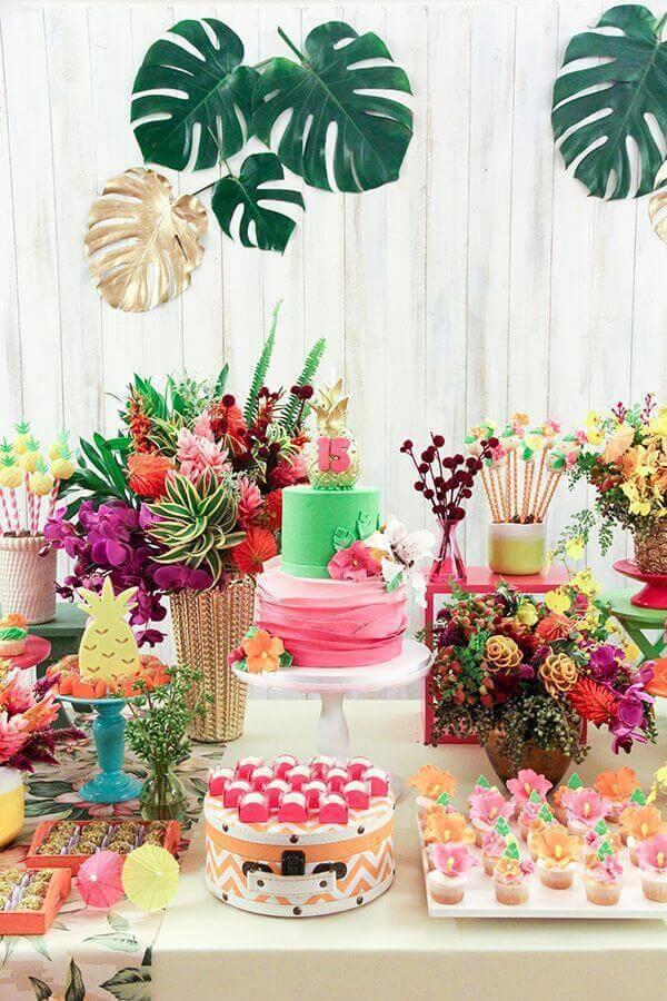 Decoração com flores para aniversário