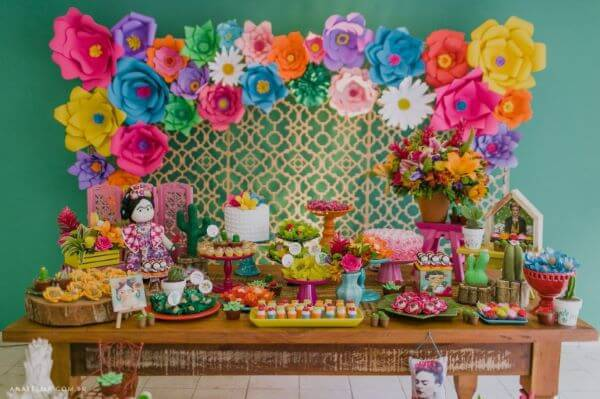 Decoração com flores de aniversário