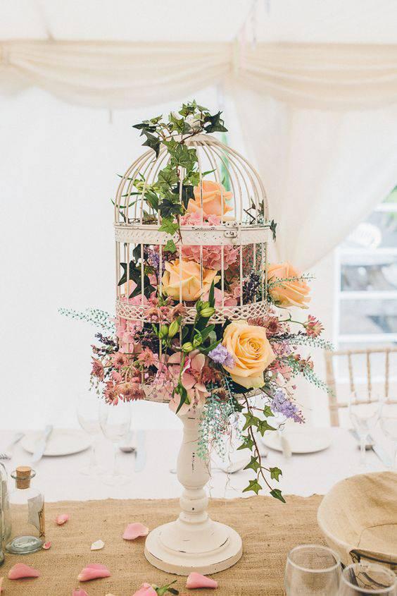 Decoração com flores para aniversário em tons pasteis