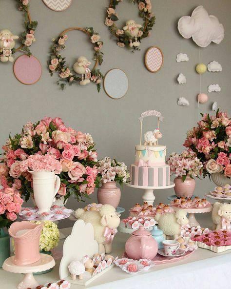 Chá de bebê decorado com flores
