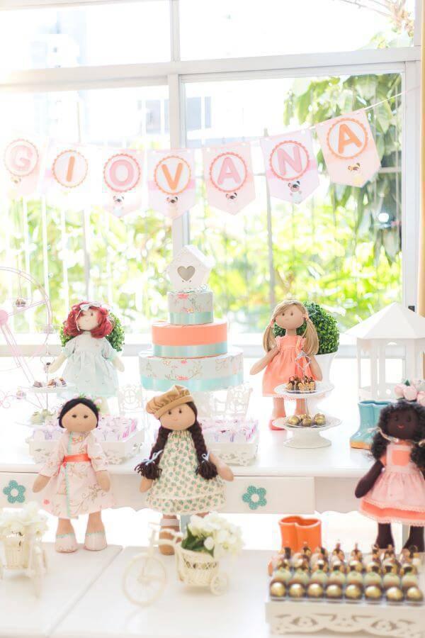 Festa em casa para crianças com tema bonecas