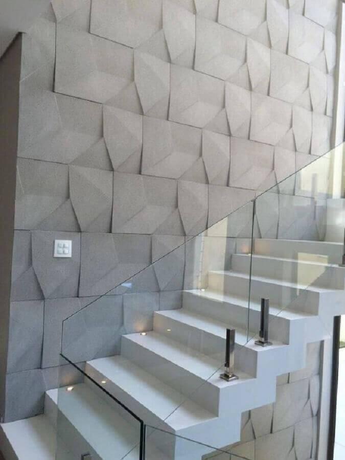 escada com revestimento 3d e guarda corpo de vidro Foto Moldax