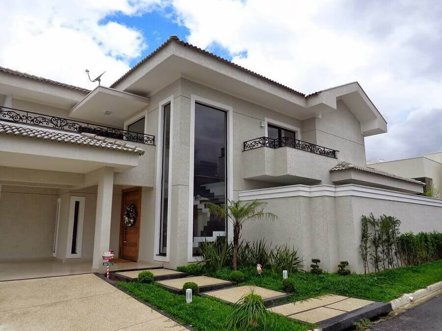 fachada de casas lindas com detalhes modernos e clássicos Foto Sergio Canineo Arquitetura