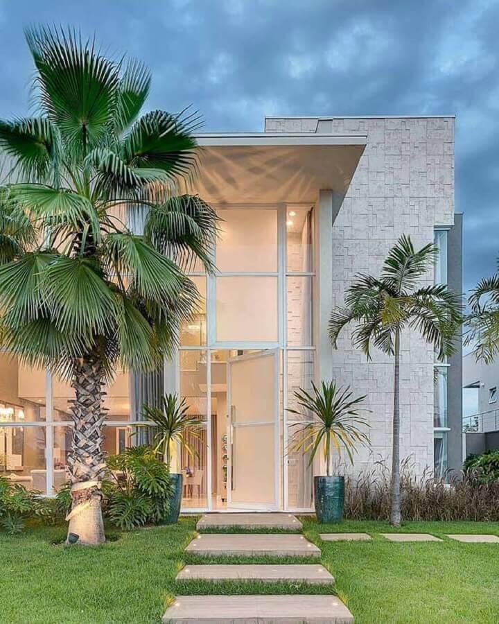 fachada de casas lindas com revestimento de pedra e paredes de vidro Foto Pinterest