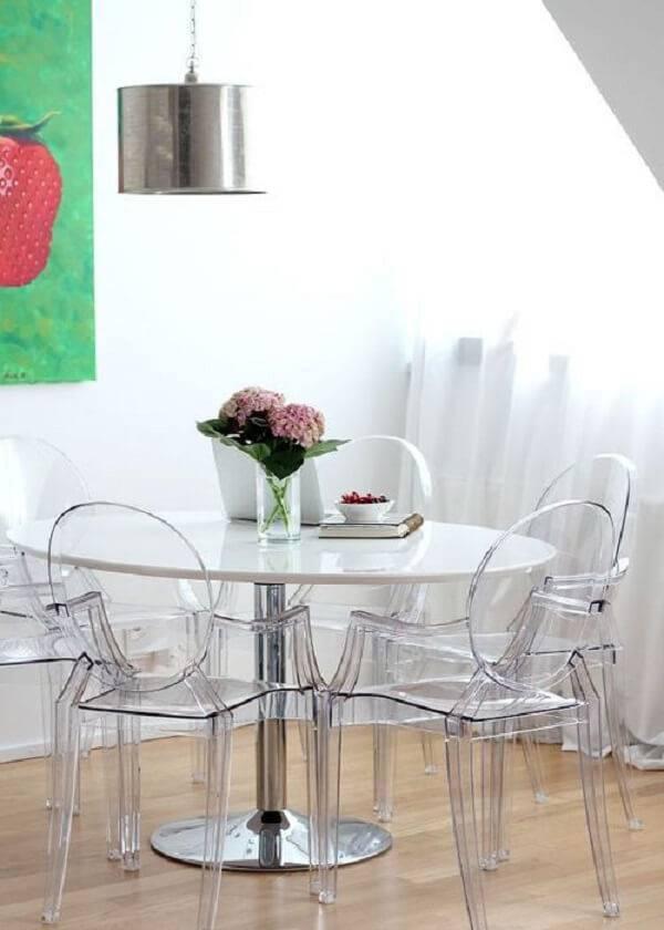Sala de jantar descontraída com decoração clean