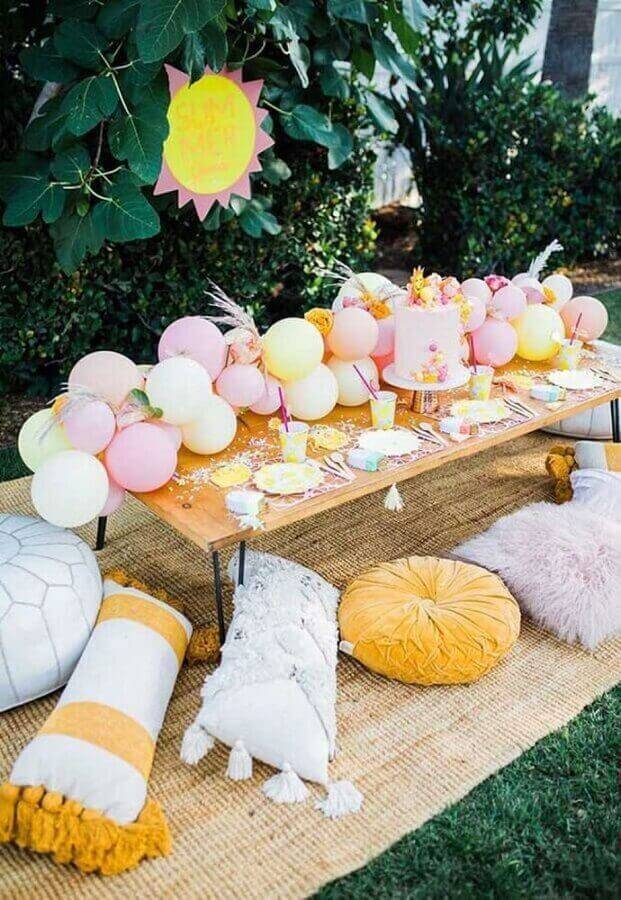 surprise birthday party decorated with outdoor balloons Foto Pinosy