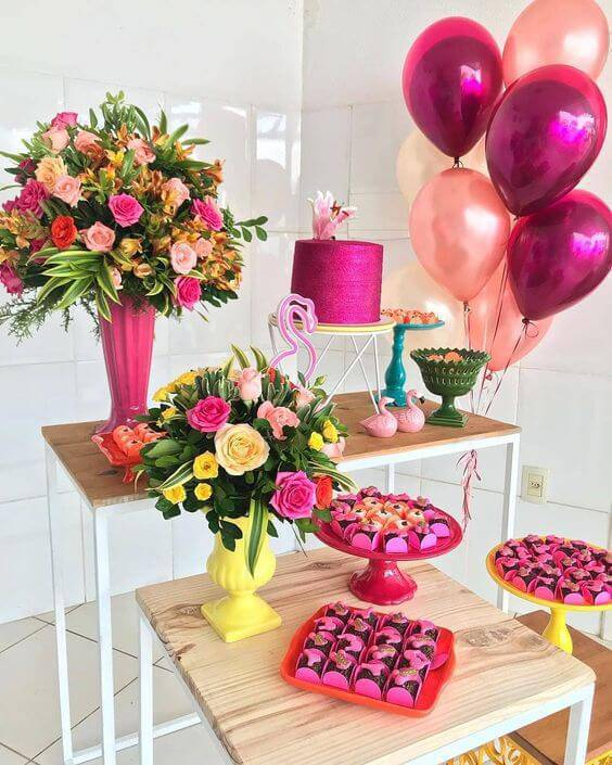 Festa em casa com balões metalizados