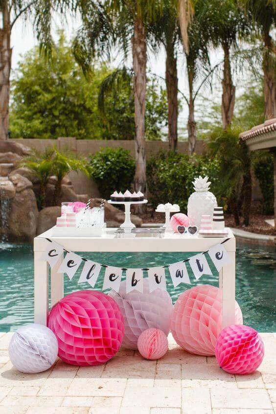 Festa em casa na piscina, estilo pool party