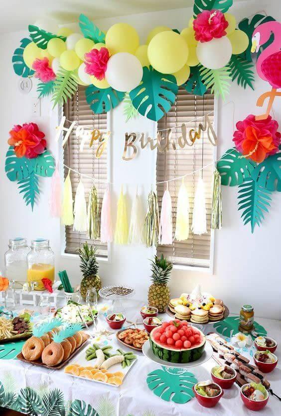 Festa em casa com tema tropical