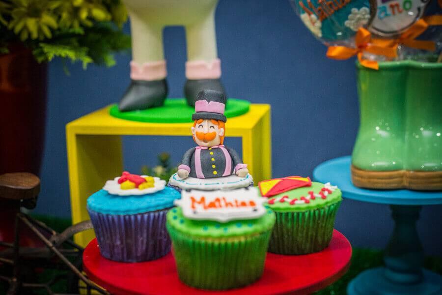 festa infantil mundo bita decorada com doces personalizados Foto Pinterest