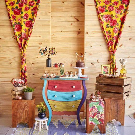 Festa junina em casa com decoração colorida