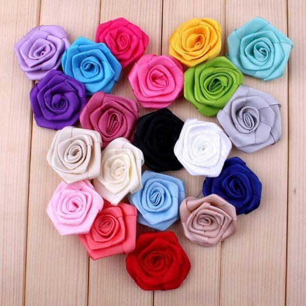 Flor de cetim com cores coloridas
