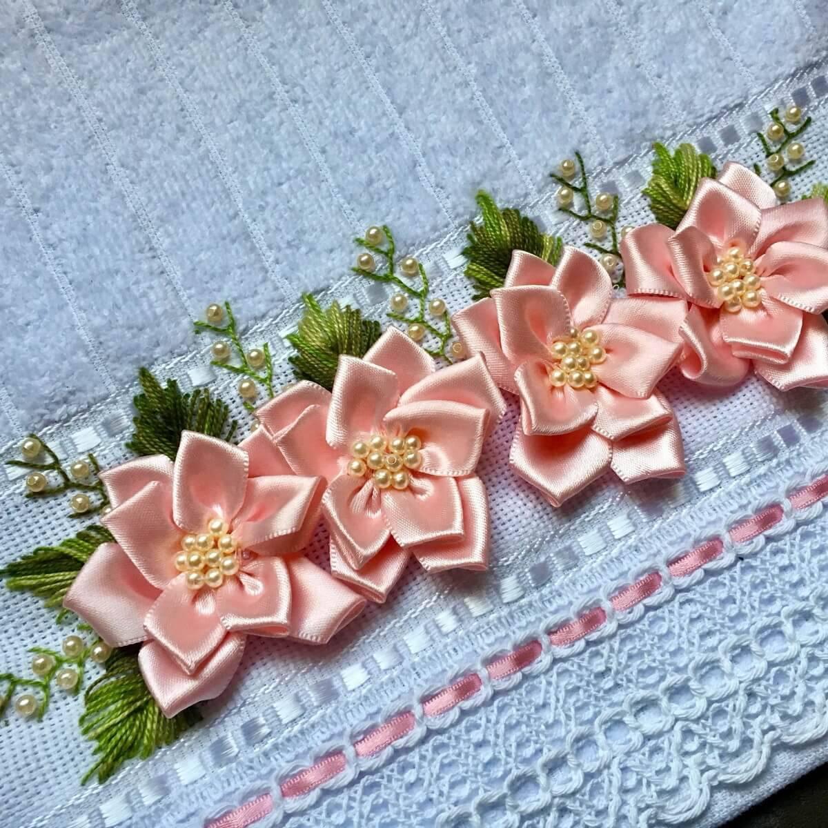 Flor de fita de cetim rosa