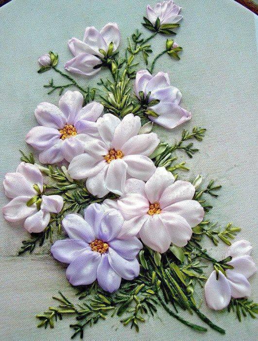 Flor de fita de cetim bordado