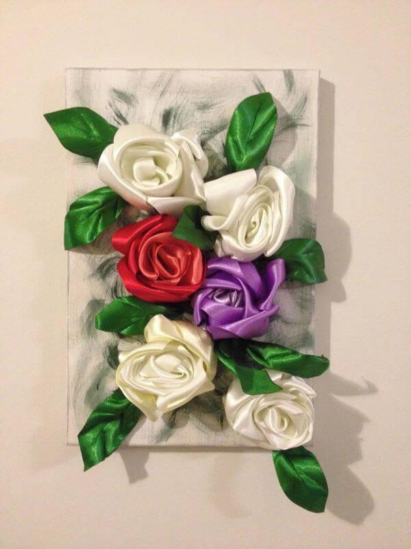 Flor de fita de cetim na decoração
