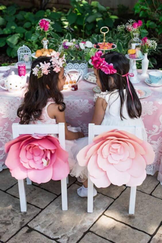 Flor gigante na decoração de festa infantil