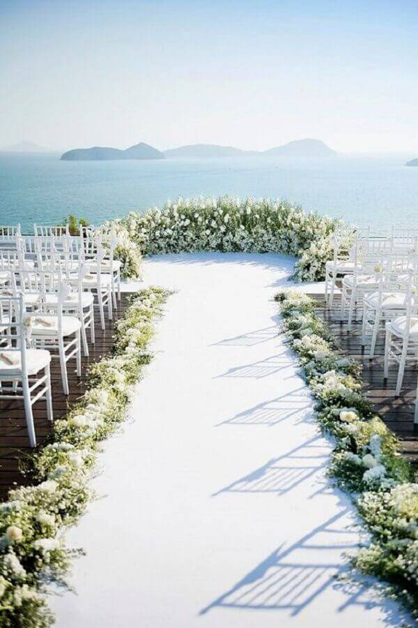 white flowers for outdoor wedding ceremony decoration Photo Pinterest