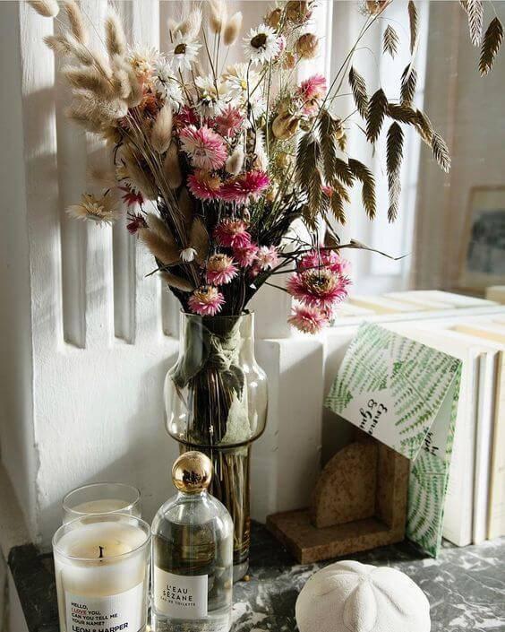 flores secas - mesa com velas e flores secas