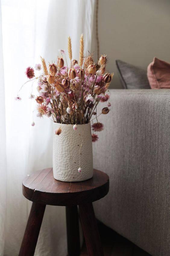 flores secas - vaso branco com flores secas