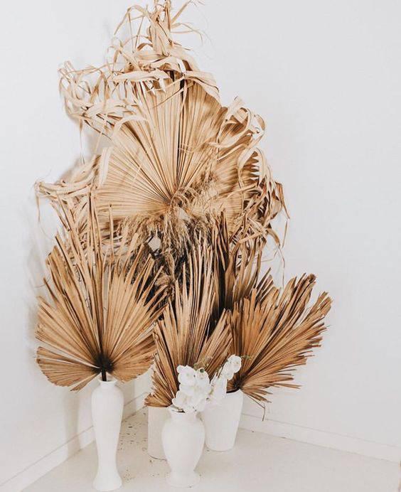 flores secas - vasos brancos com folhas secas
