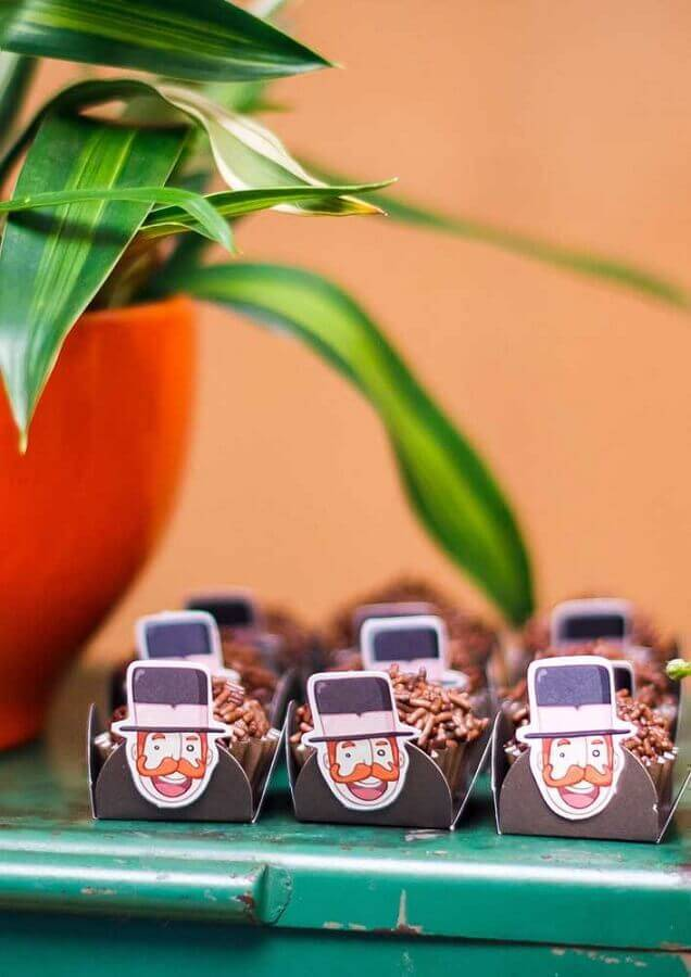 forminha de doces para decoração festa mundo bita Foto Pinosy