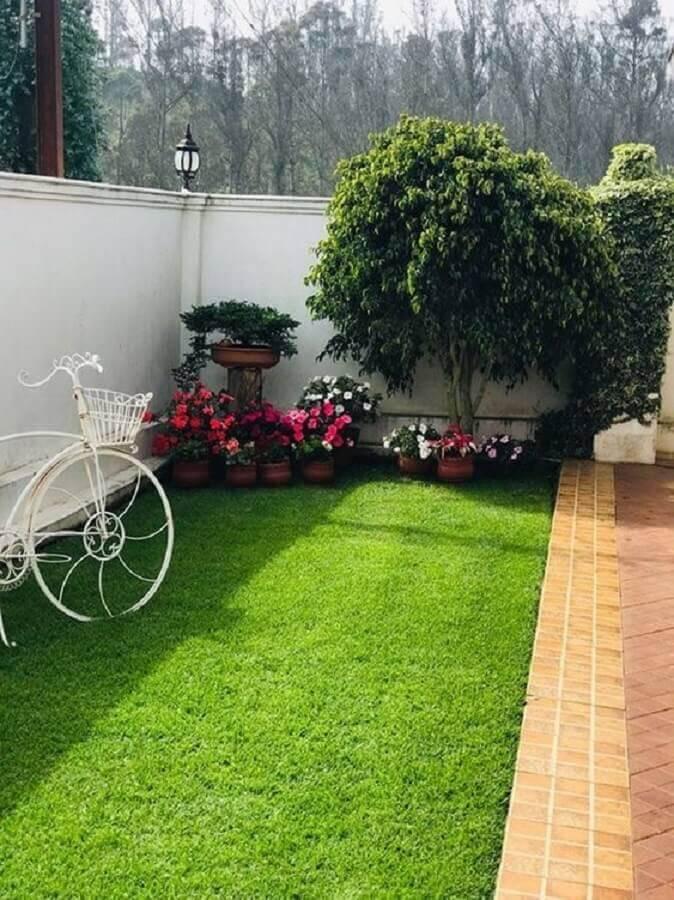 grama de jardim residencial com vasos de flores Foto Pinterest