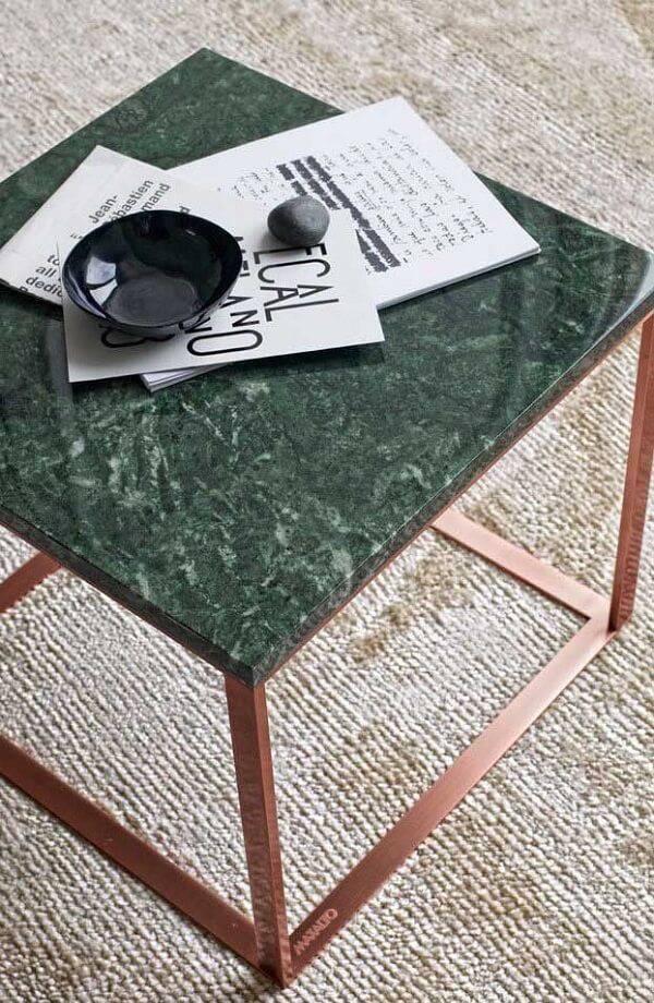 Mesa de centro feita de granito verde ubatuba