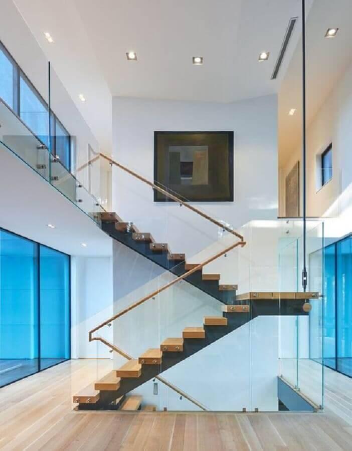 guarda corpo de vidro escada de madeira Foto ArchDaily
