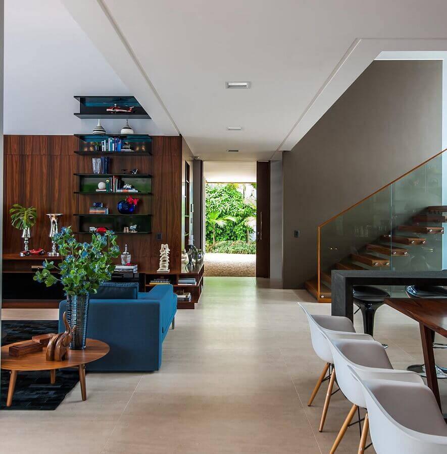 guarda corpo de vidro para escada de madeira para casa ampla com ambientes integrados Foto Galeria da Arquitetura