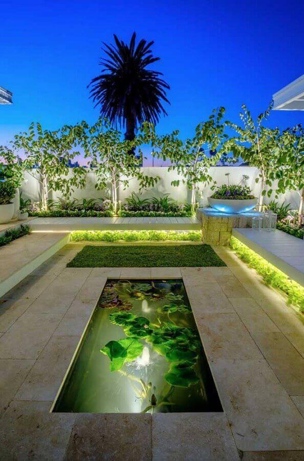 iluminação para jardim residencial com lago pequeno Foto Pinosy