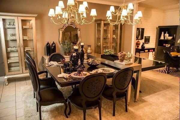 Sala de jantar com decoração sofisticada
